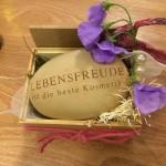 Spruchstein: floral gestaltet von Frau Uffelmann, Blumen Töberich, Blomberg
